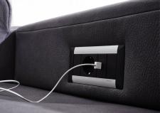 Sedací souprava DAKOTA-S_detail zásuvky a USB-portu_obr. 18