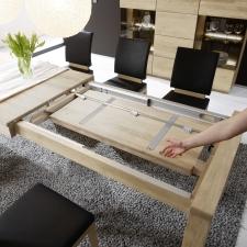 Celomasivní dubový nábytek DELGADO_detail rozkládací funkce u jídelního stolu_obr. 39