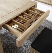 Celomasivní dubový nábytek DELGADO_detail zásuvky u jídelního stolu s příborníkem_obr. 40