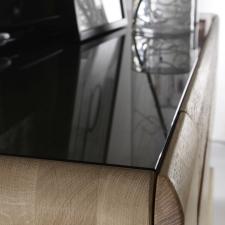 Celomasivní dubový nábytek DELGADO_detail horní vsazené skleněné desky_obr. 44