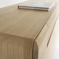 Celomasivní dubový nábytek DELGADO_detail dřevěné horní desky_obr. 47