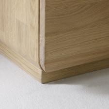 Celomasivní dubový nábytek DELGADO_detail předního rohu skříněk_obr. 51