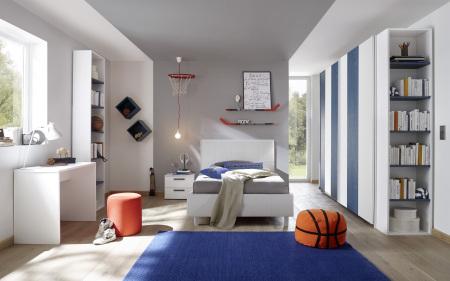 Dětský a studentský nábytek ESPERO (modrá varianta)_šatní skříň s posuvnými dveřmi (Vertiko-optika), š. 243 cm_čalouněná postel bílá 120 cm_noční stolek_psací stůl 90 cm_2x samostatně stojící regál s 5-ti policemi,v. 230 cm_obr. 5