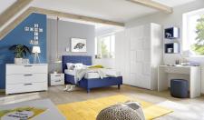 Dětský a studentský nábytek ESPERO (modrá varianta)_šatní skříň s posuvnými dveřmi, bílá_(3D-optika), š. 179 cm_čalouněná postel 120 cm_noční stolek_psací stůl 90 cm_skomoda_1x sada stěnových regálů_obr. 6
