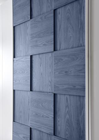 Šatní skříň s posuvnými dveřmi_detail 3D-optiky na dveřích_obr. 23