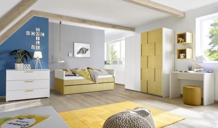 Dětský a studentský nábytek ESPERO (žlutá varianta)_šatní skříň s posuvnými dveřmi (3D-optika), š. 243 cm_postel 90 cm + čalouněný díl + zásuvka pod postel_komoda_psací stůl 90 cm_1x sada stěnových regálů_obr. 4