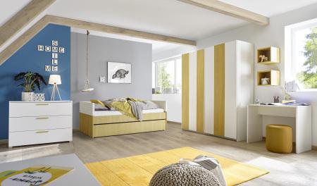 Dětský a studentský nábytek ESPERO (žlutá varianta)_šatní skříň s posuvnými dveřmi (Vertiko-optika), š. 243 cm_postel 90 cm + čalouněný díl + zásuvka pod postel otevřená_komoda_psací stůl 90 cm_1x sada stěnových regálů_obr. 6