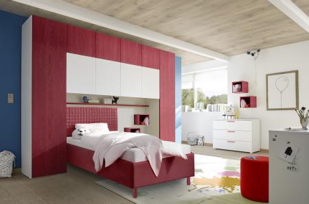 """Dětský a studenstký nábytek ESPERO (červená varianta)_skříňový """"most"""" nad postel 310x234 cm_čalouněná postel 90 cm_regálová police_komoda_2x sada nástěných regálů_obr. 6"""