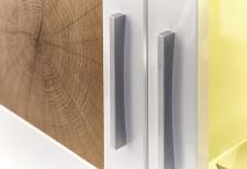 """Obývací nábytek JUNO_detail """"Hirnholz"""" imitace a úchytky_obr. 10"""