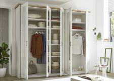 Ložnicový nábytek TRENTO_ šatní skříň 5-ti dveřová_ šikmý pohled_ otevřená_ obr. 7