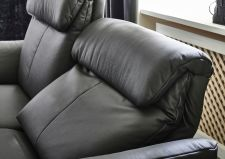 Sedací souprava MAESTRA 3600_detail zádových opěradel_v kůži Bronco black_obr. 56