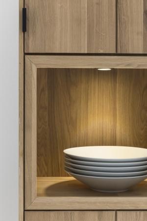 Obývací a jídelní nábytek LISBOA_detail vitriny s volitelným LED osvětlením U-spot_obr. 4