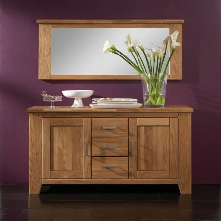 Masivní nábytek LOFT_sideboard typ 32 a zrcadlo typ 80_divoký dub natur masiv_foto s dekorací