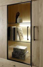 Obývací / jídelní nabytek VALLETTA_100% dubový masiv_detail LED osvětlení, kovového rámu a úchytek_obr. 7