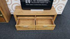 Obývací sestava OPAL - detail spodního dílu _ TV stolu_ otevřené zásuvky_ foto prodejna_ obr. 2