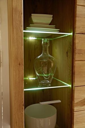 Obývací stěna SONETT_detail prosklených dveří a osvětlení_obr. 5