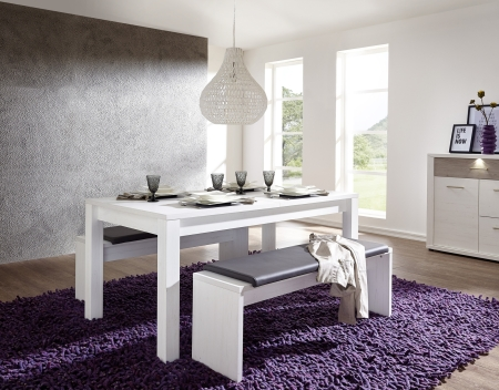 Rozkládací jídelní stůl typ 29 26 UU 01 (160 cm), pinie světlá melamin + 2x lavice 29 26 UU 03, sedací polštář v šedé imitaci kůže_obr. 1