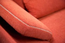 Detail látkové sedačky, prodejna Torrimex